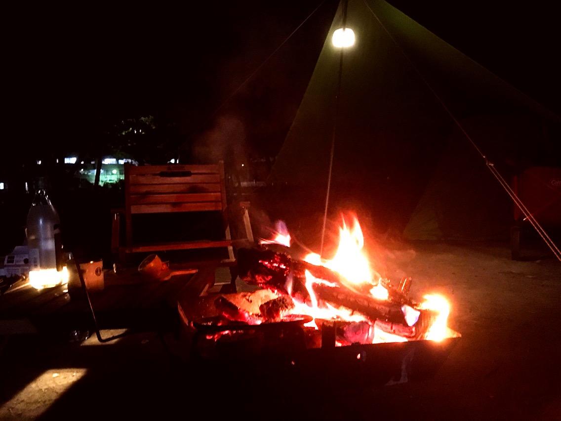 ソロキャンプで焚火酒