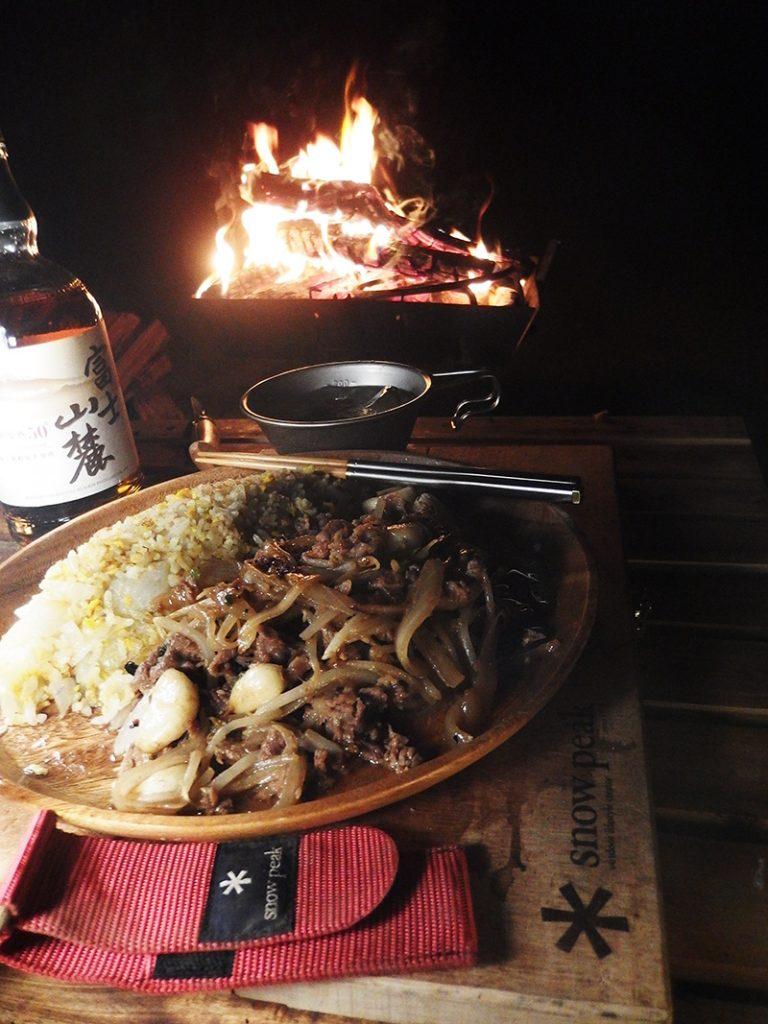 焚火酒と玉ねぎチャーハン