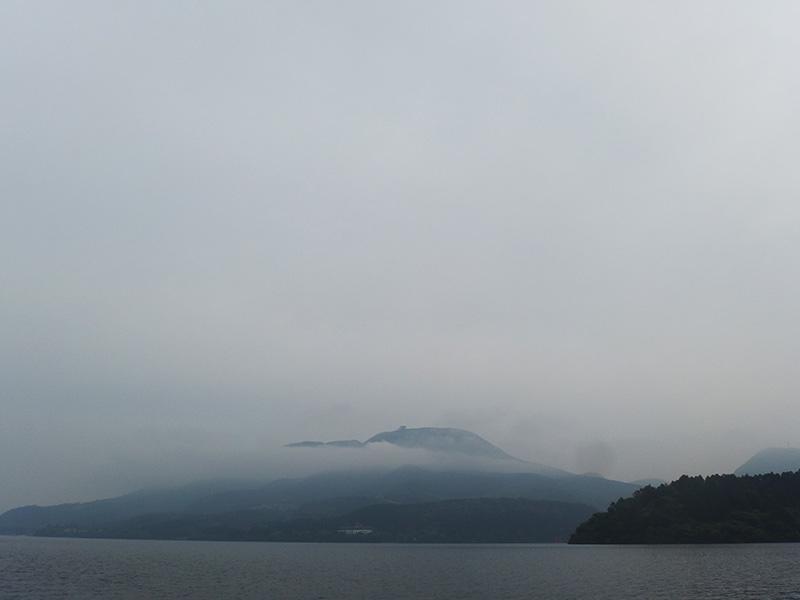 芦ノ湖・山々の霧