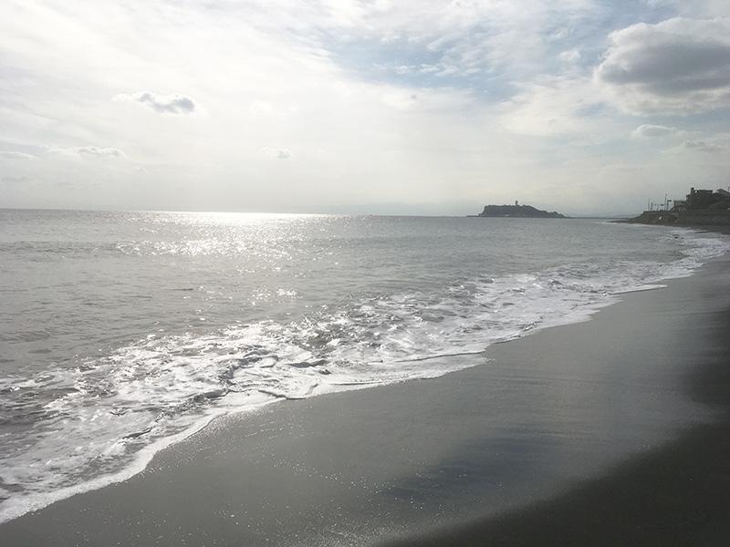 稲村ヶ崎江ノ島を望む海