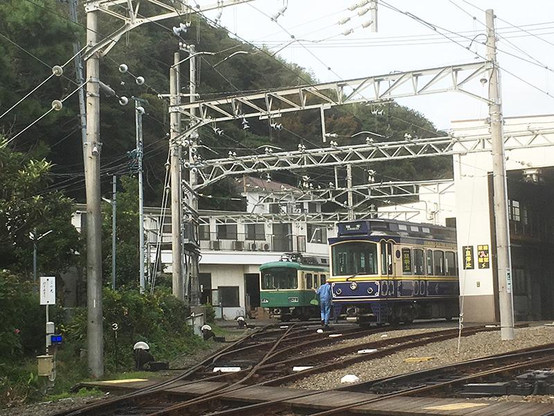 極楽寺駅の江ノ電車庫