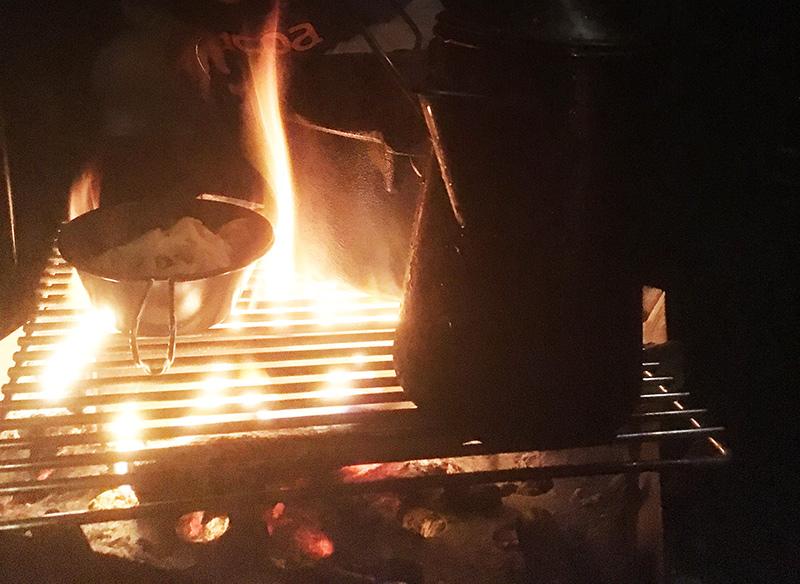 焚火で調理 ソロキャンプ飯