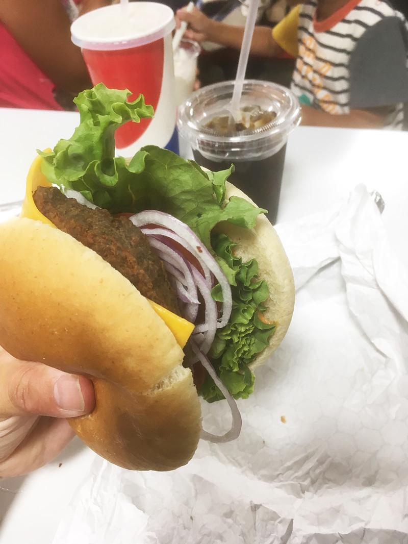 フードコート-パウンドチーズバーガーを食べた感想