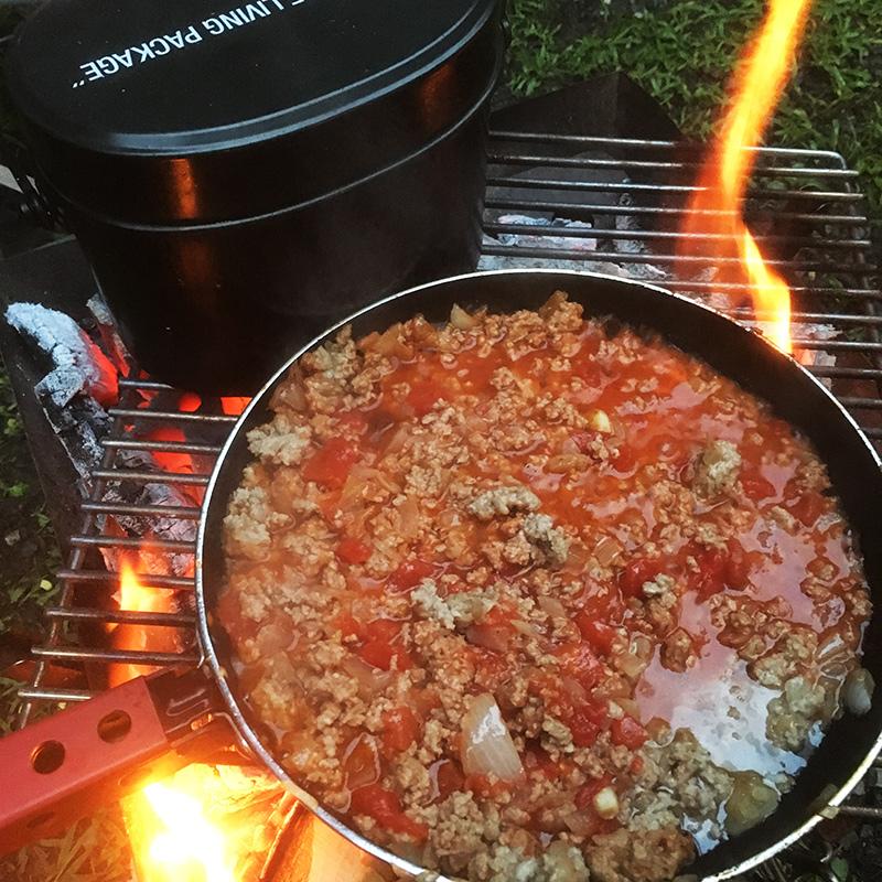 ファミリーキャンプの夕食はパスタと地の野菜