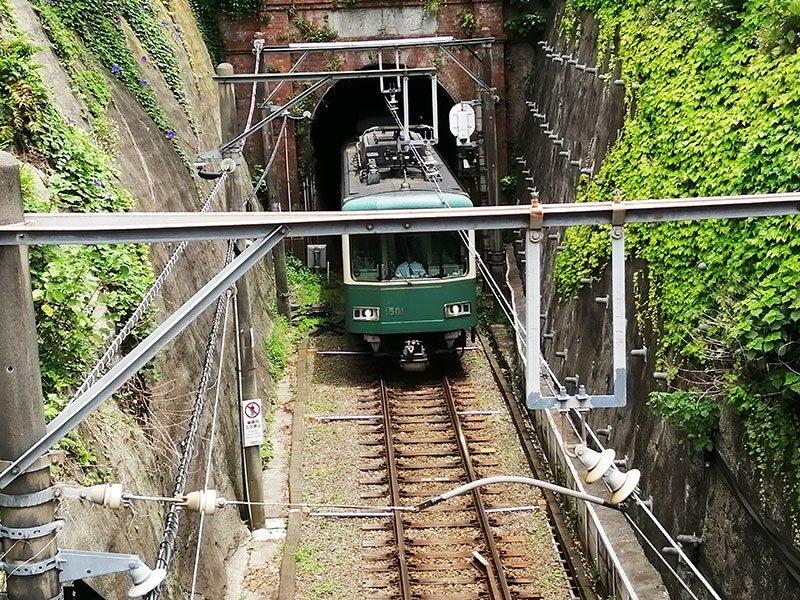 鎌倉散策 半日でまわる鎌倉 江ノ電 唯一のトンネル
