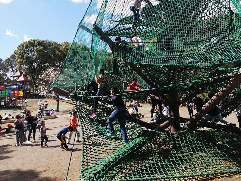 学校が休校 公園で遊ばせている?