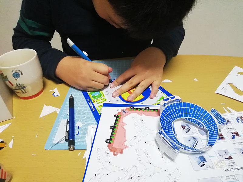 無料 横浜スタジアム ペーパークラフト 厚い紙って何?
